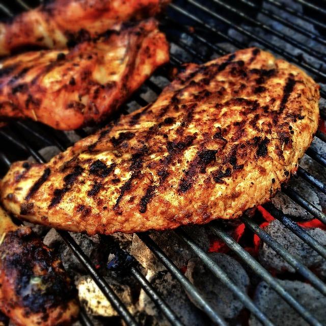 Marinade für Grillfleisch. Bild: LoboStudioHamburg / Pixabay