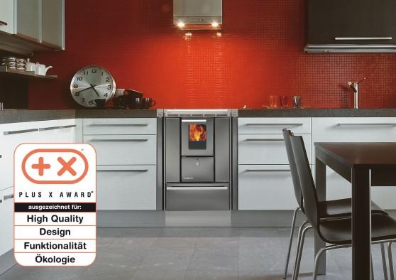 Siegertyp: Für den Küchen-Holzherd Lohberger LHS gab es Auszeichnungen beim renommierten Designpreis Plus X Award. Foto: djd/Lohberger Heiz- und Kochgeräte