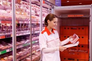 Die Angaben auf dem Etikett von Rindfleisch werden sorgfältig geprüft. Foto: djd/www.qs-live.de