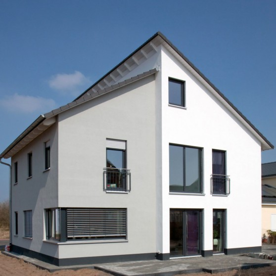 Ein Haus aus Massivholzmauer kann ohne Weiteres den Standard eines Passivhauses erreichen. Foto: djd/Massiv-Holz-Mauer/Planungsbüro Klaus Fuchs