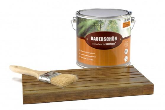"""Mit dem speziellen Öl """"Dauerschön+"""" werden farbige Holzdielen vor und nach der Gartensaison gepflegt. Infos und Bezugsquellen unter www.dauerholz.de Foto: djd/Dauerholz"""