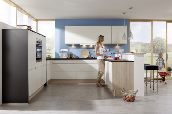 Puristisches Design oder gemütliche Landhausküche? Die Küchenhersteller bieten heute eine Vielzahl von Küchenvarianten für jeden Geschmack. Foto: djd/KüchenTreff GmbH & Co. KG