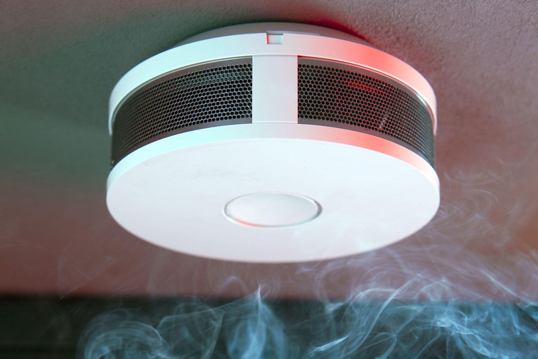 rauchmelder retten leben sch neszuhause. Black Bedroom Furniture Sets. Home Design Ideas