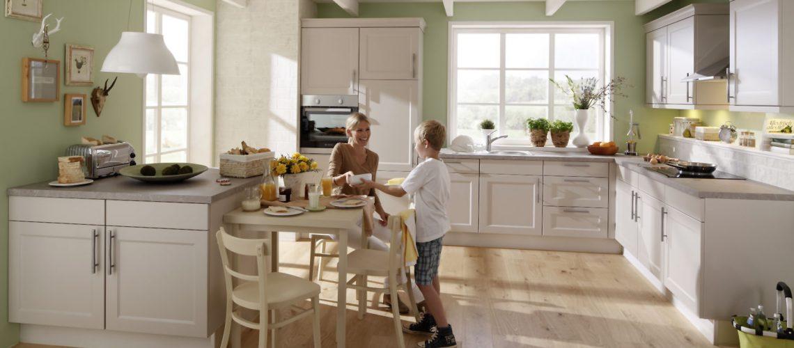 Alle 15 bis 20 Jahre investieren die Bundesbürger in eine neue Küche. Mit der richtigen Planung hat man lange Spaß daran. Foto: djd/KüchenTreff GmbH & Co. KG